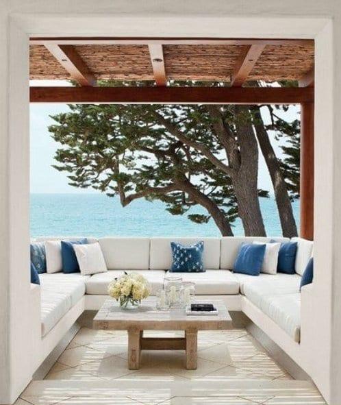 balkon terrasse weiß mit terrassdach holz und bodenfliesen