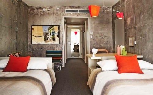 modernes schlafzimmer mit wänden aus sichtbeton