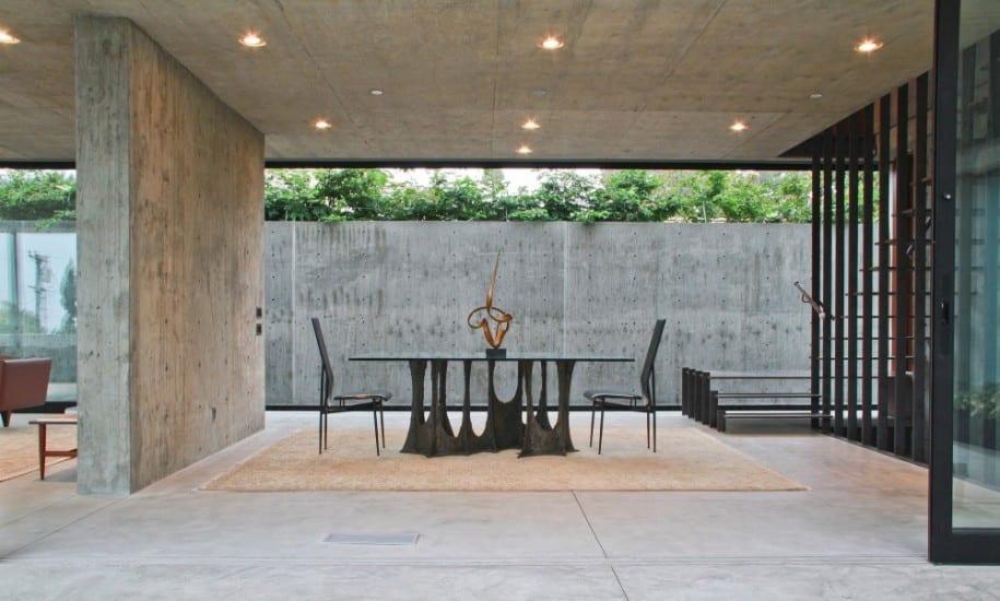 luxus haus aus beton mit fensterband verglasung
