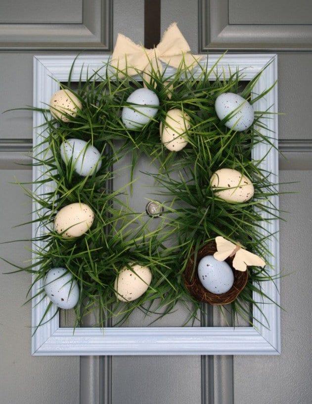 außentur grau mit ostereiern dekorieren