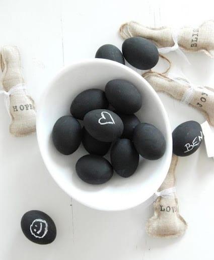 ostern bilder für schwarze ostereier in weiß bemalen