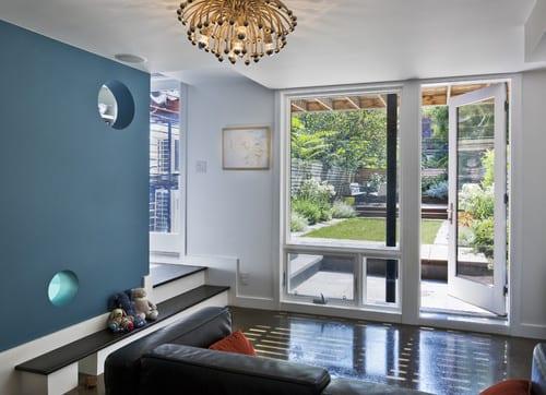 kleines wohnzimmer gestalten mit trennwand blau