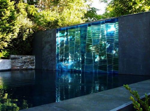 Schöne Gartenidee Mit Außenwand-wasserfall - Freshouse Pool Mit Glaswand Garten