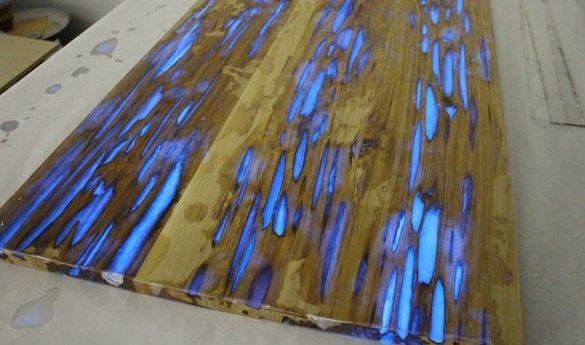 couchtisch selber baen aus holz mit Photolumineszenz Pulver für Glüheffekt