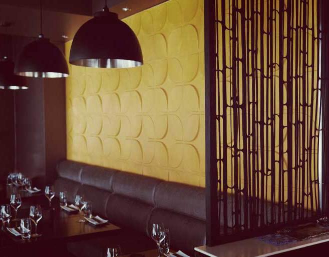 luxus interior mit umweltfreundlicher Wanddekoration aus wandfliesen mit textur