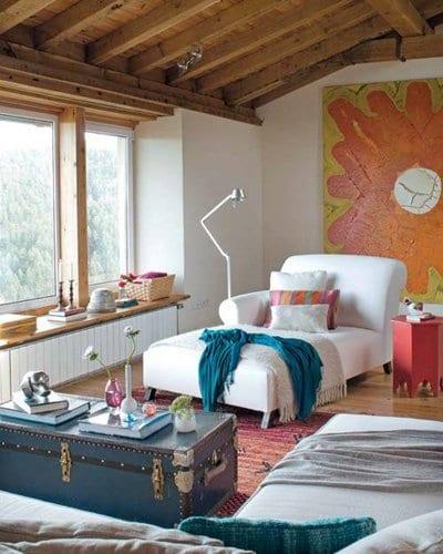 mein wohnzimmer idee mit weißer Sofaliege und rustikalen komoden_fensterbank dekorieren
