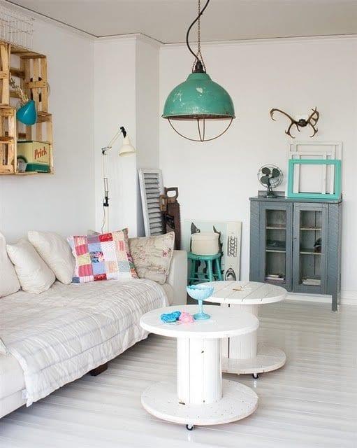 mein wohnzimmer mit lampen rustikal und wandgestaltung mit paletten_sideboard grau deckorieren