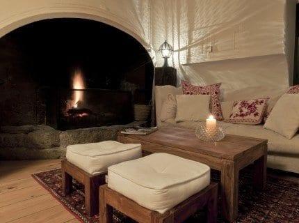 wohnideen kleines wohnzimmer mit möbel rustikal und weißem sofa rustikal