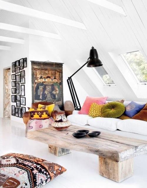 mein wohnzimmer weiß mit holzcouchtisch rustikal und wandgestaltung wohnzimmer mit bilderrahmen schwarz