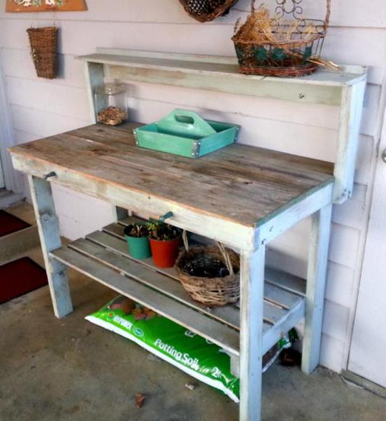 terrassengestaltung mit DIY sideboard weiß aus paletten