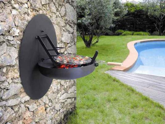 Außenwand aus Naturstein mit BBQ für die Wand
