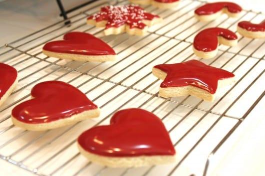 valentinstag plätzchen mit roter glasur