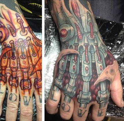 farbiges hand tattoo biomechanik