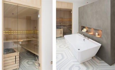 modernes badezimmer mit freistehender badewanne und sauna