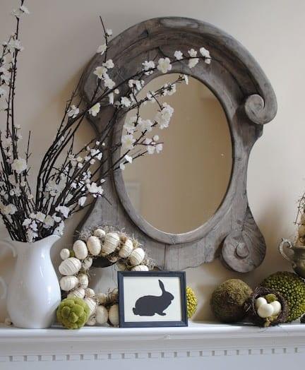 wandgestaltung mit spiegelrahmen aus holz und sideboarddekorieren zu ostern