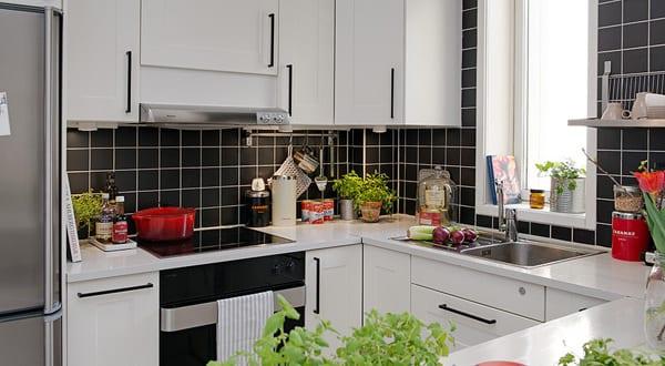 kleine wandfliesen wohnzimmer raum und m beldesign inspiration. Black Bedroom Furniture Sets. Home Design Ideas