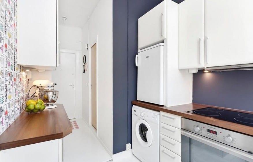zweiraumwohnung mit moderner kleine küche weiß und wandfarbe grau-wandgestaltung küche