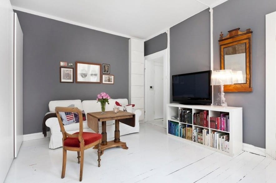 wohnzimmer boden grau:kleines wohnzimmer inspiratione mit wandfarbe grau und holzboden weiß