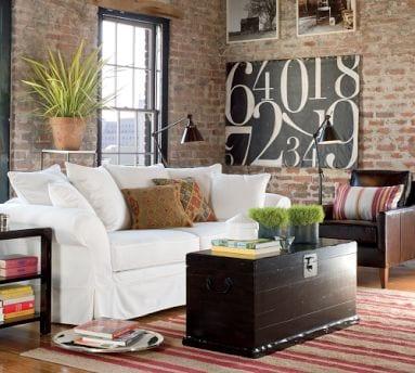 loft wohnung mit ziegelwänden und weißem sofa