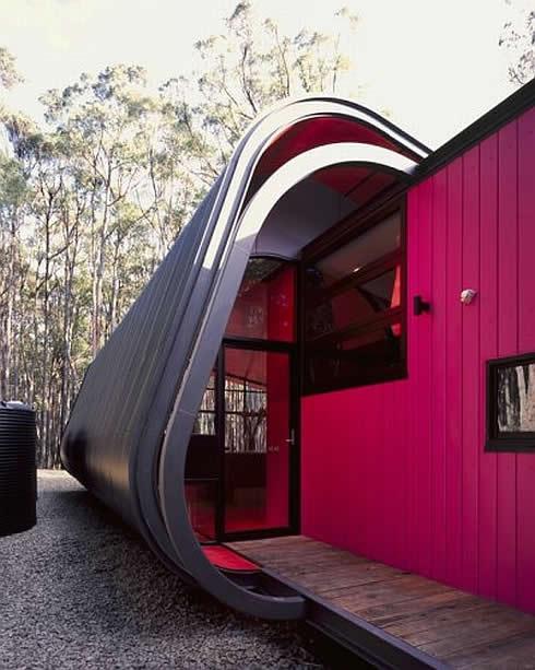 temprärbau mit gerundeten Wand und dach aus metallkonstruktion-wandfarbe pink