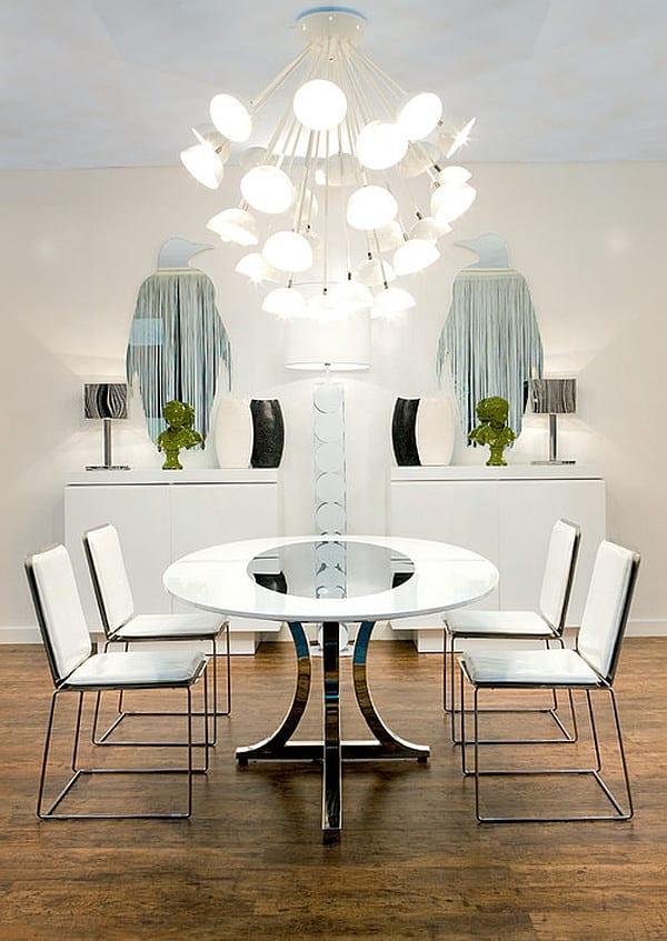 esszimmer sideboard weiß dekorieren mit wandspiegel Pinguin und schwarz weißen Vasen_moderne esszimmer deckenlampe