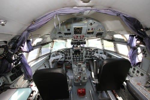 luxus suite im flugzeug mit zugang zum cockpit