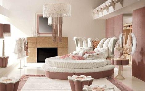 schlafzimmer inpiration mit kamin und rundbett-farbgestaltung in altrosa wandfarbe und weiß