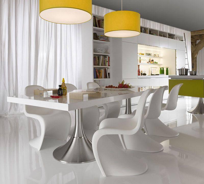 moderne zimmergestaltung in weiß mit akzente in gelb und grün-moderner esstisch weiß mit weißen kunststoffstühlen
