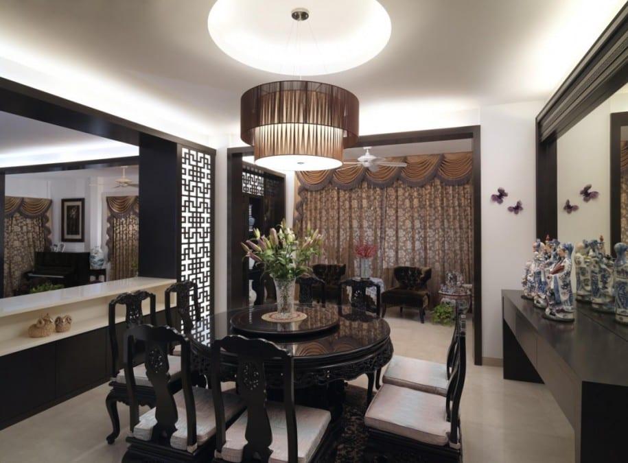 modernes esszimmer interior mit wandspiegeln und scwarzer möblierung