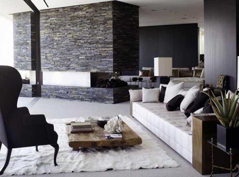 moderne schwarz weiße wohnzimmer mit natursteinwand und offenem kamin-luxus seats and sofas