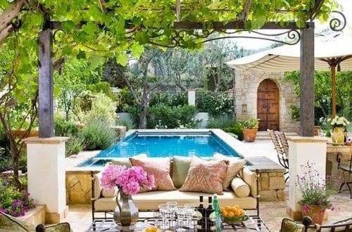 mediterrane terrasse aus naturstein mit pflanzen. Black Bedroom Furniture Sets. Home Design Ideas