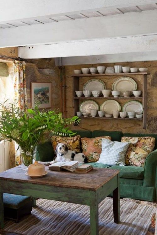 einrichtungsideen wohnzimmer rustikal mit esstisch rustikal in grün und wanddeko