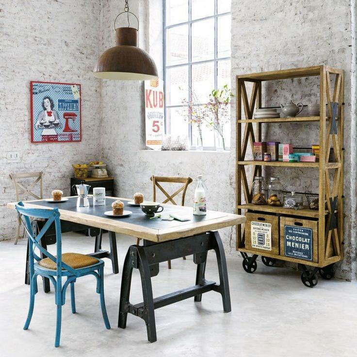 wohnzimmer steinwand weiß mit esstisch rustikal und holzstühle blau_rollenregal aus holz rustikal