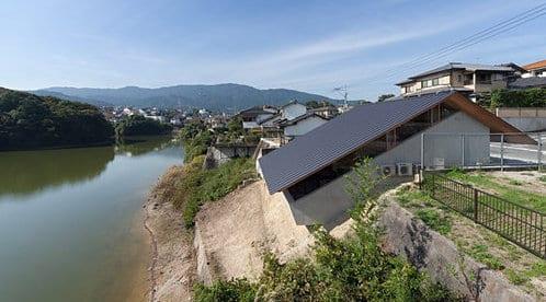 betonhaus am see- minimalistisches haus am hang