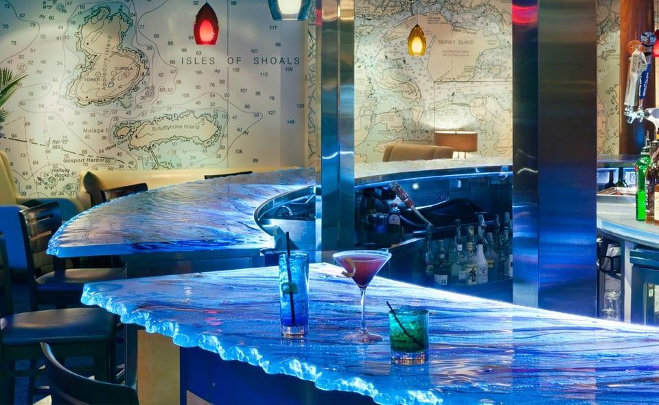 Oberfl che aus glas k chenarbeitsplatten und bars von for Design bartheke
