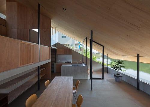 minimalistische küche unter dachschräge mit kochinsel aus sichtbeton