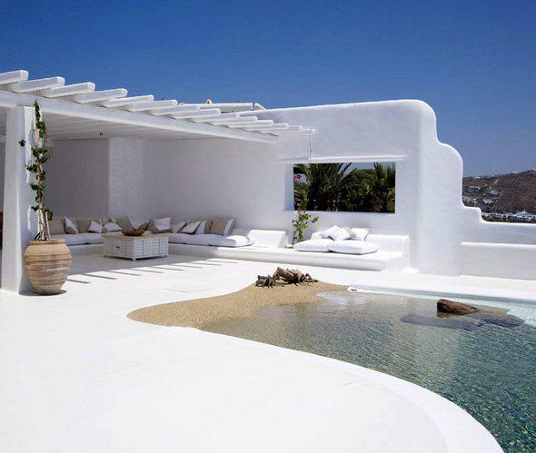 griechische terrasse gestalten in weiß mit pool und sitzkissen
