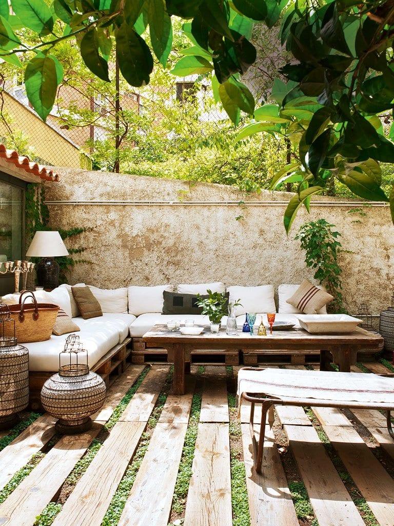 moderne terrasse rustikal gestalten mit ecksofa aus