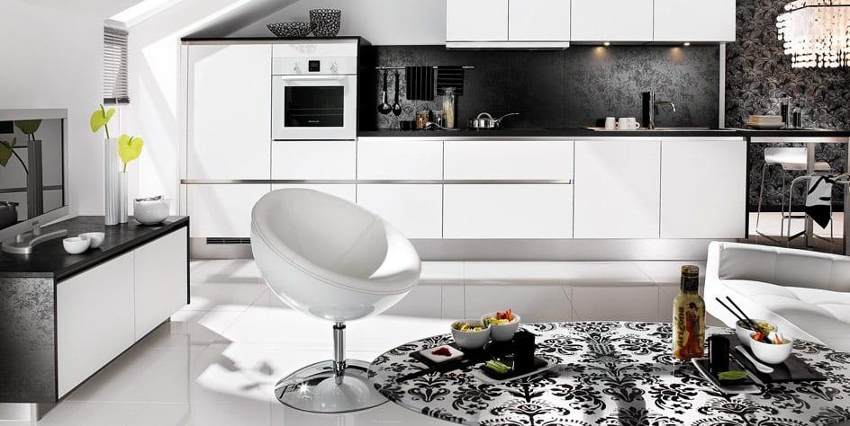 moderne küche weiß mit schwarzen mustertapete-tv sideboard dekorieren
