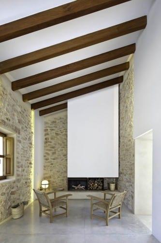 wohnzimmer inspirationen mit kamin und poliertem sichtbetonboden