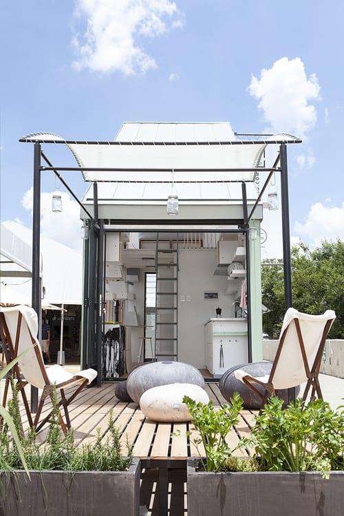 modulares bauen für kleine wohröumen- überdachte holzterrasse-terrasse gestalten
