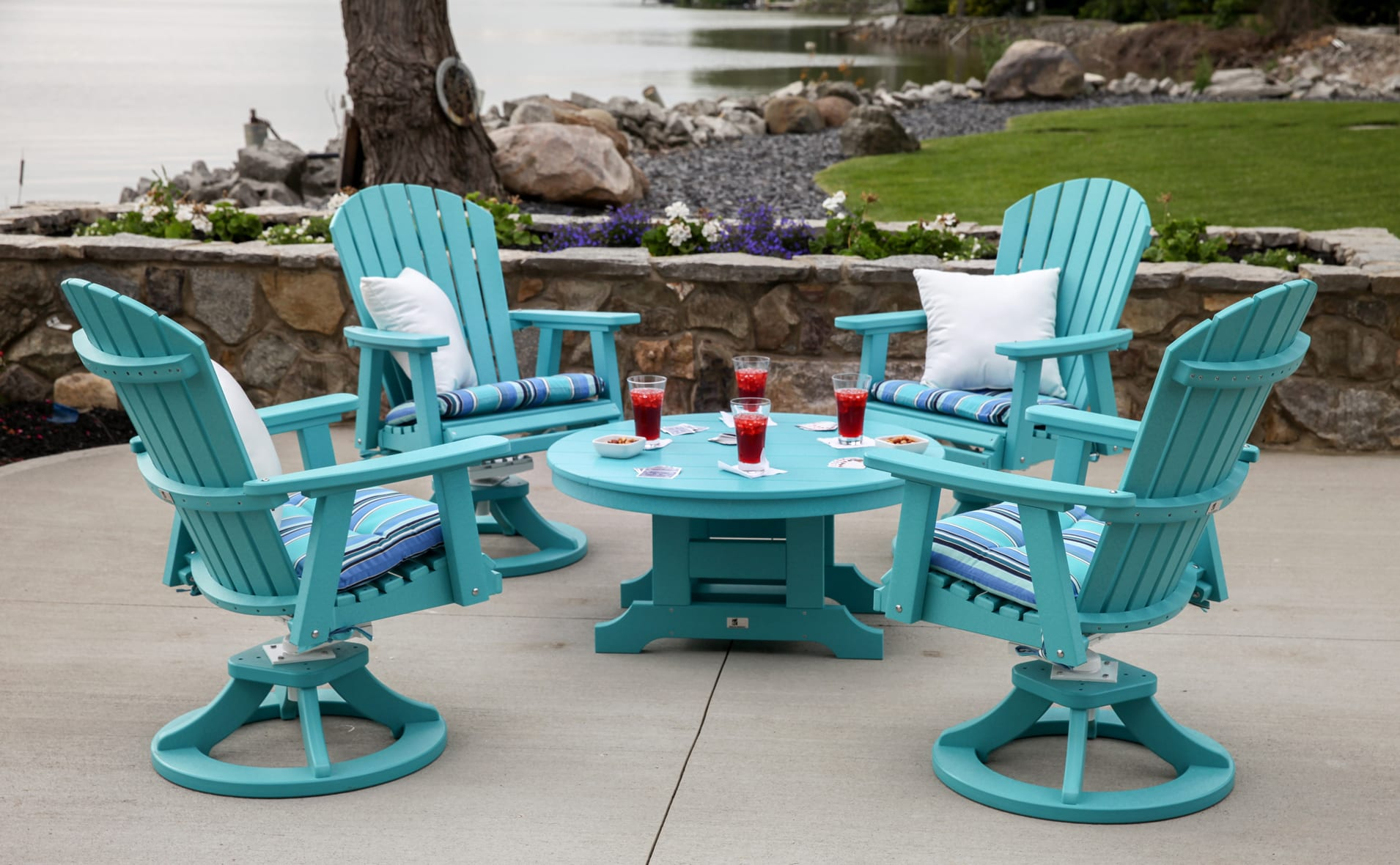 terrasse gestalten mit DIY gartenmöbel in blau