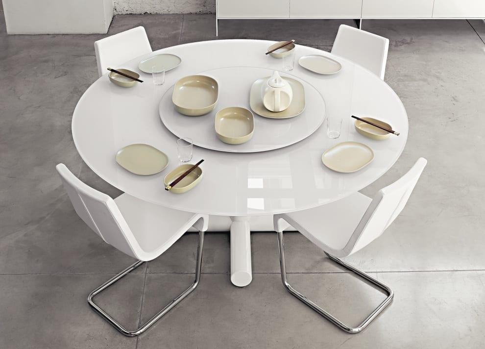 weißer Esstisch rund mit weißen esszimmerstühlen