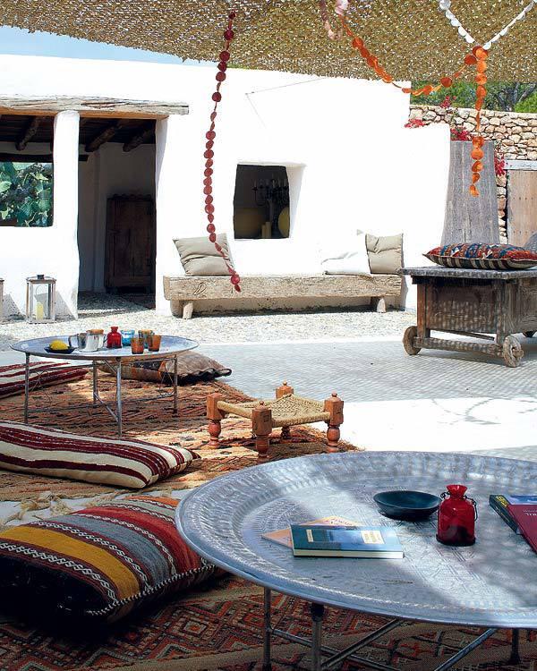 marokkanische terrassengestaltung modern mit teppich rustikal und sonnensiegel terrasse