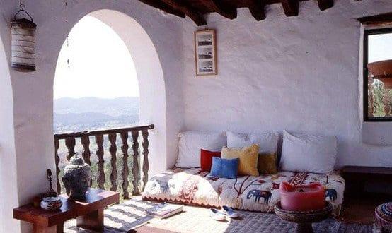 rustikale terrassengestaltung mit terrassendach holz und teppichen, Garten und Bauten