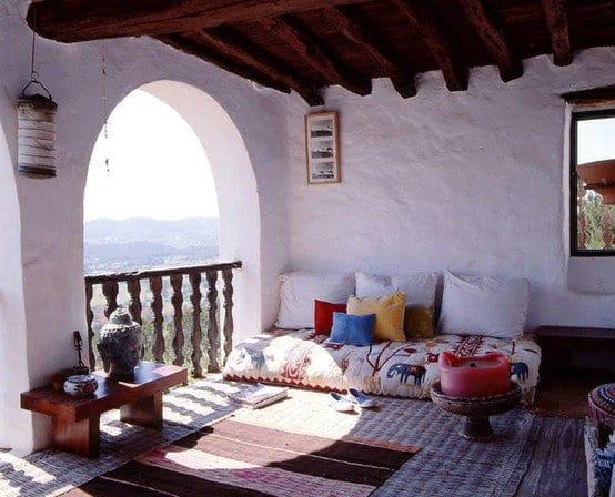 terrassendach holz und terrassengestaltung mit teppichhen und kerze rund