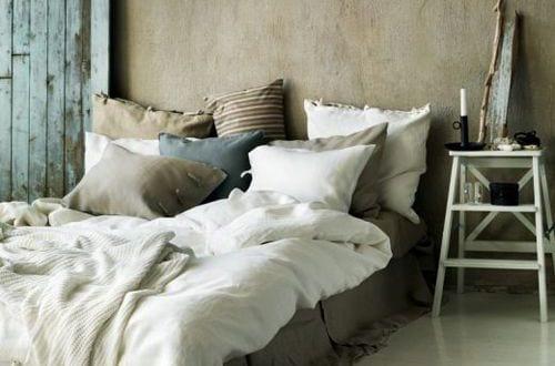 Rustikal Schlafzimmer Streichen Idee Und Gestaltung Mit Kuhfell ...