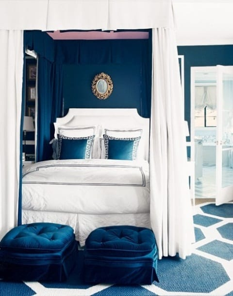 schlafzimmer blau mit wand streichen in blau und teppich weiß und blau-bett dekorieren