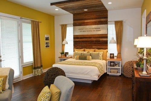 wohnideen schlafzimmer mit schlafzimmer wandfarbe geln und dunklem holzboden_sideboard holz dekorieren
