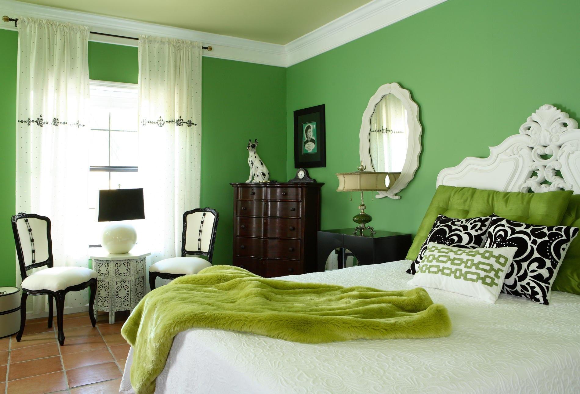 wandgestaltung schlafzimmer mit wandfarbe grün im barock-bettdecke grün